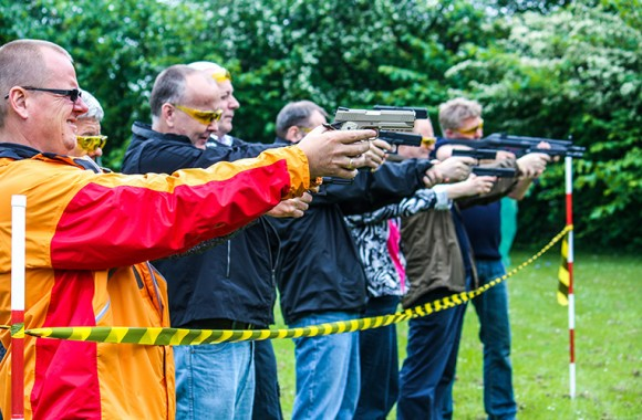 Swat team 007 action teambuilding